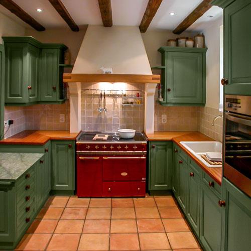 loutan cuisine agencement bois vernis